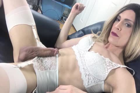 Female Looking Shemales - Shemale XXX Adult Tube Videos and Free Tranny Porn